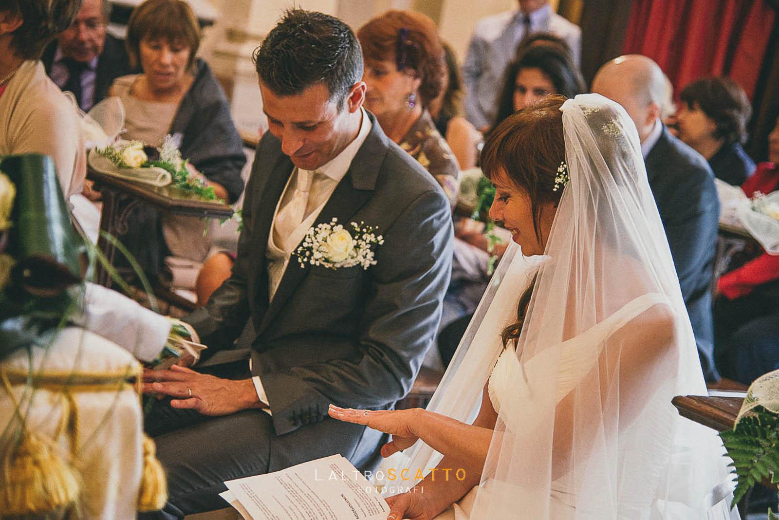 foto di matrimonio scambio degli anelli