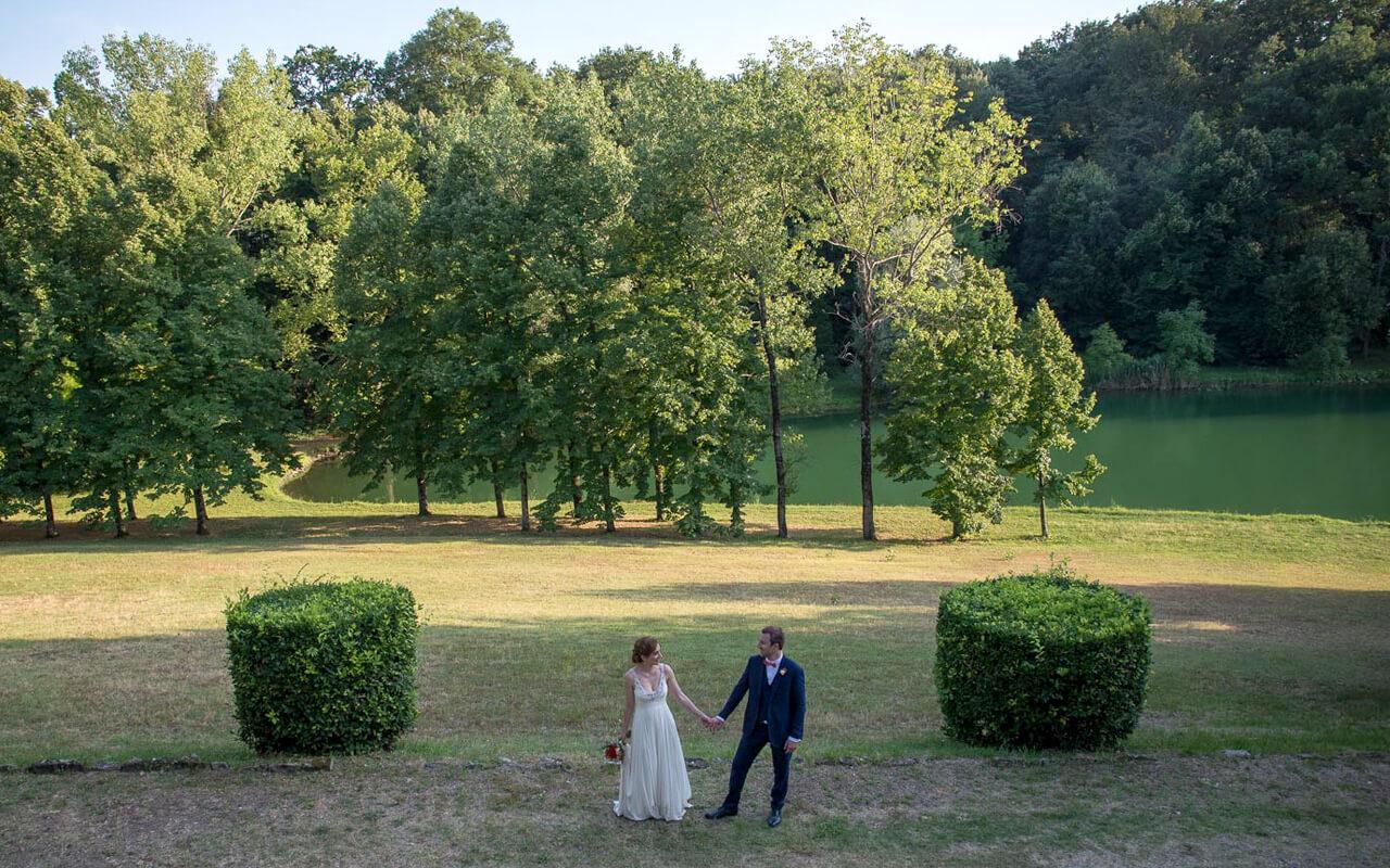 Fotografo matrimonio Milano e provincia: passeggiata con gli sposi