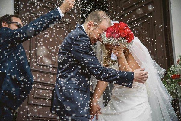 Il lancio del riso ripresi dal fotografi di matrimonio a Milano
