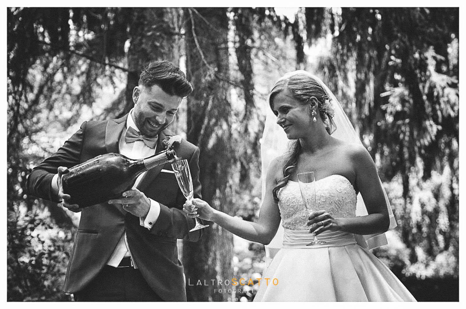 scegliere fotografo matrimonio: il brindisi degli sposi