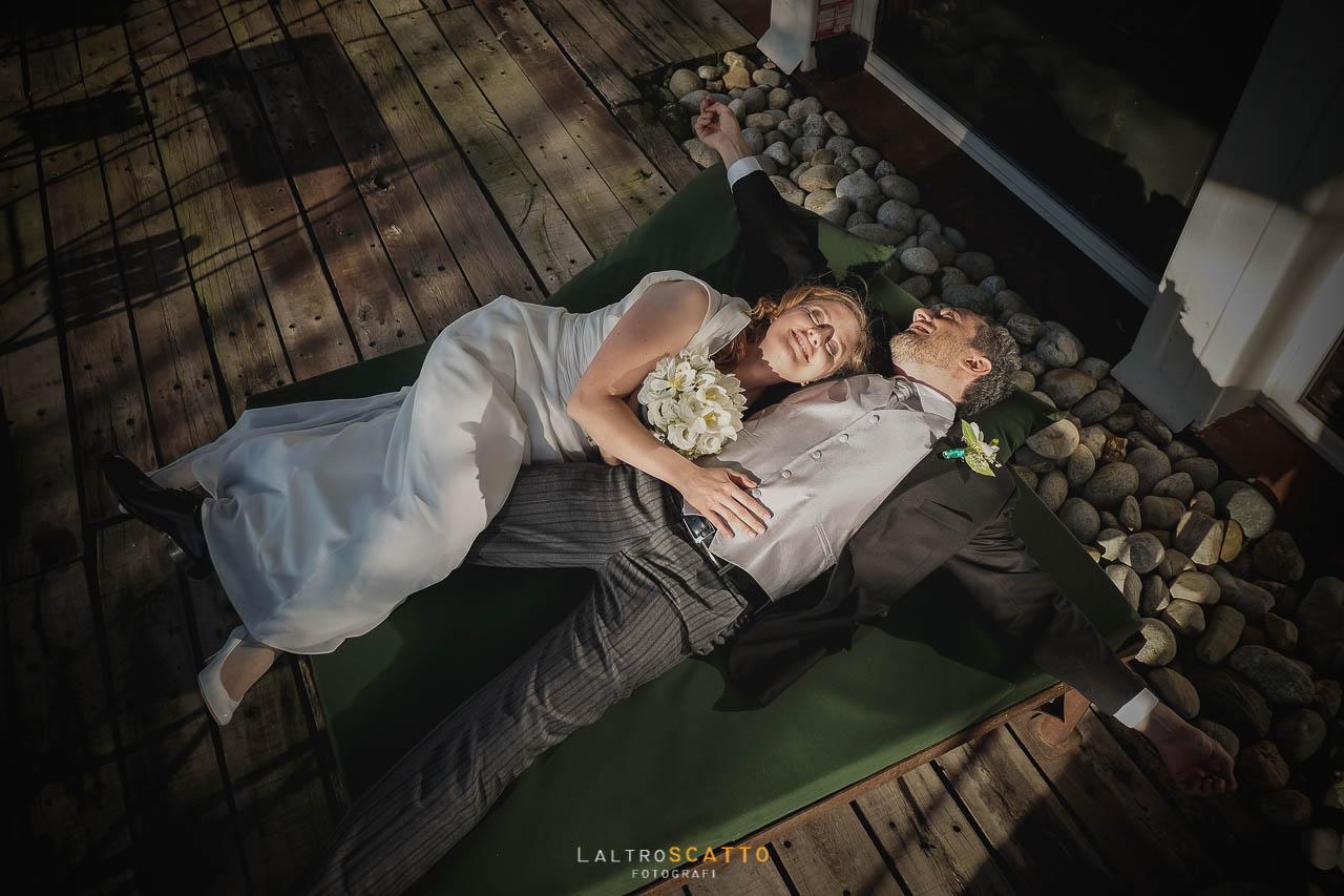 scegliere fotografo matrimonio: sposi in festa