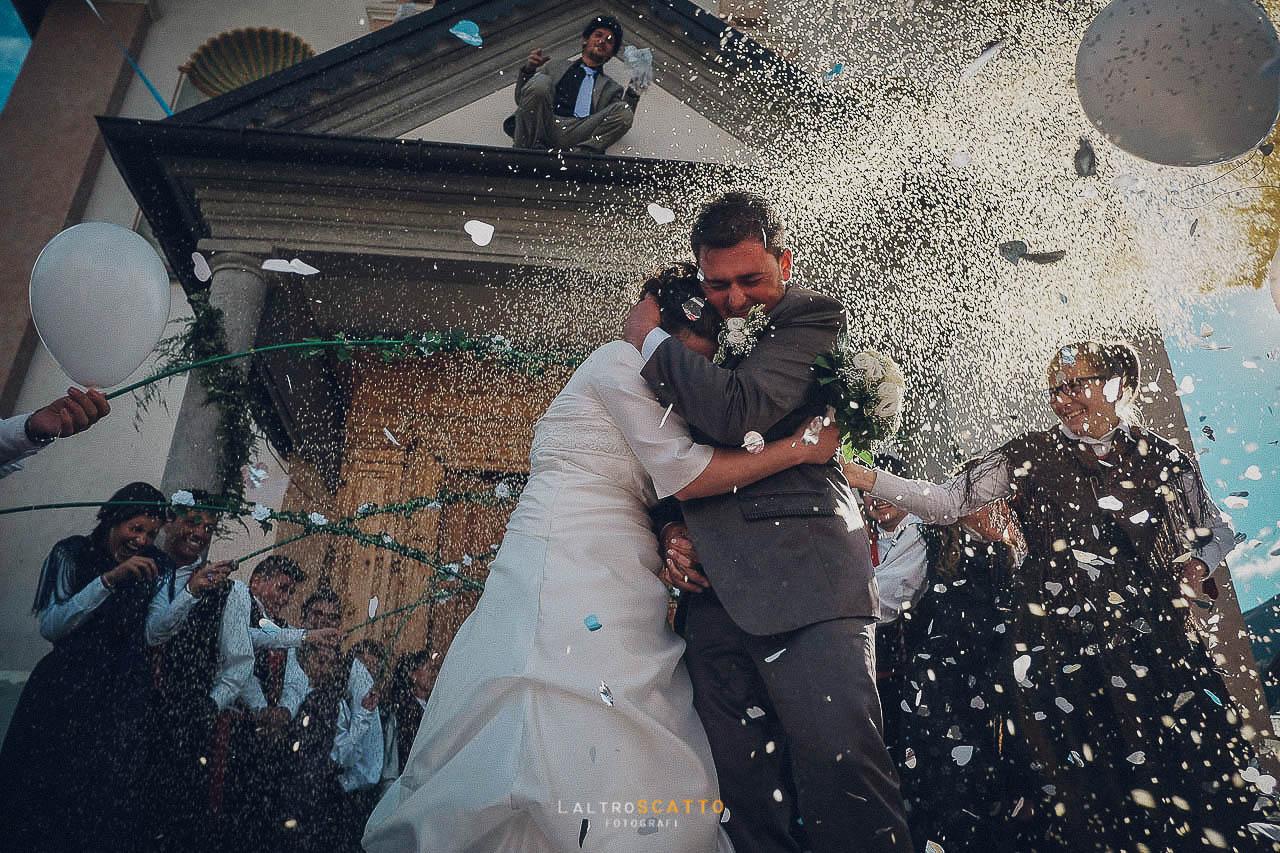 scegliere fotografo matrimonio: lancio del riso