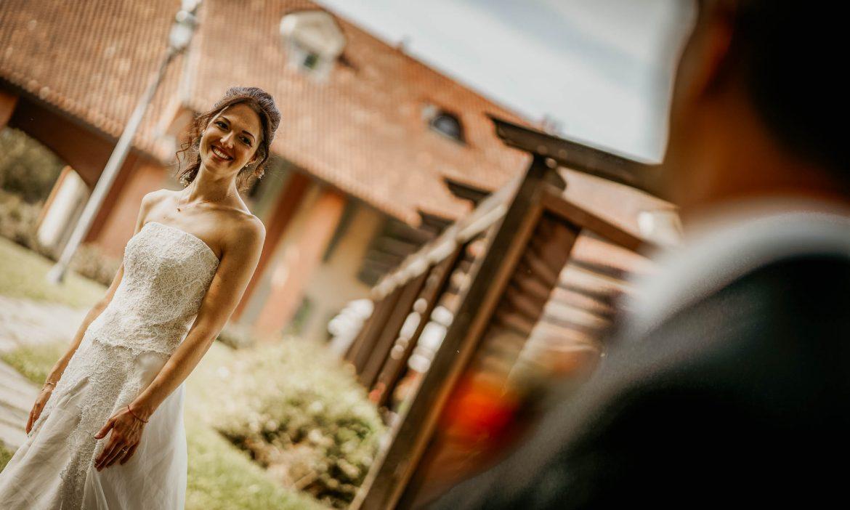 foto naturali di matrimonio: lo sguardo tra gli sposi
