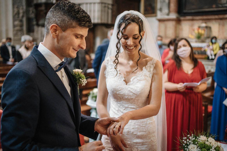 foto di matrimonio al tempo del coronavirus: lo scambio delle fedi